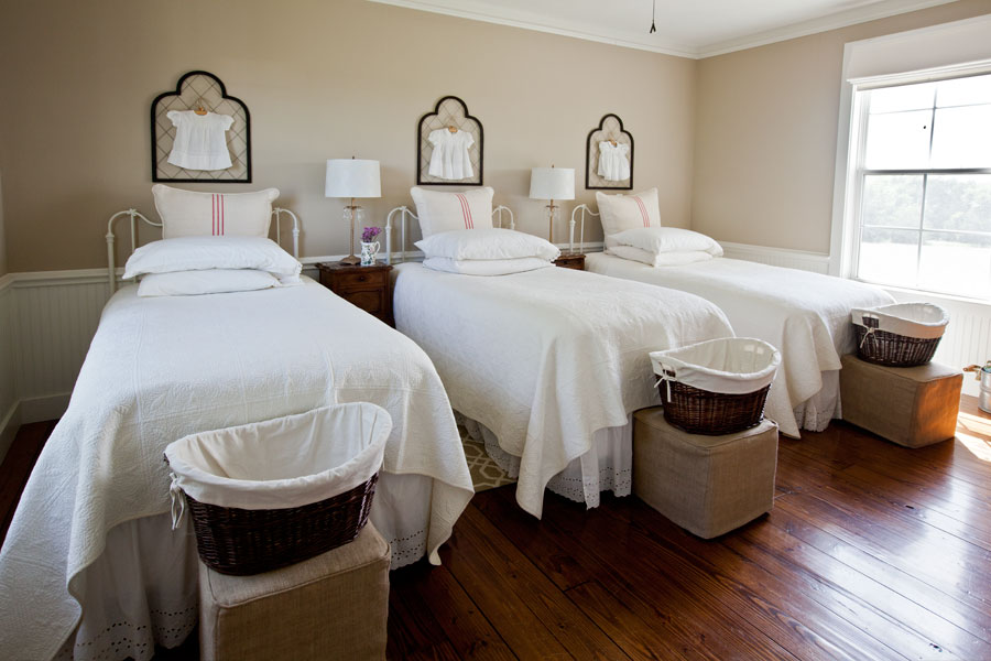 3-red-and-white-beds