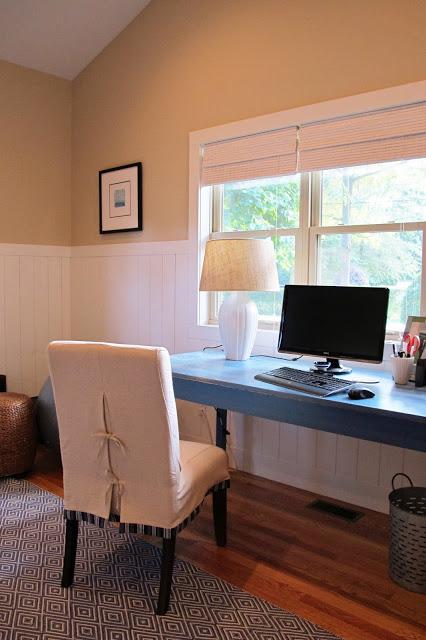 Guest suite desk