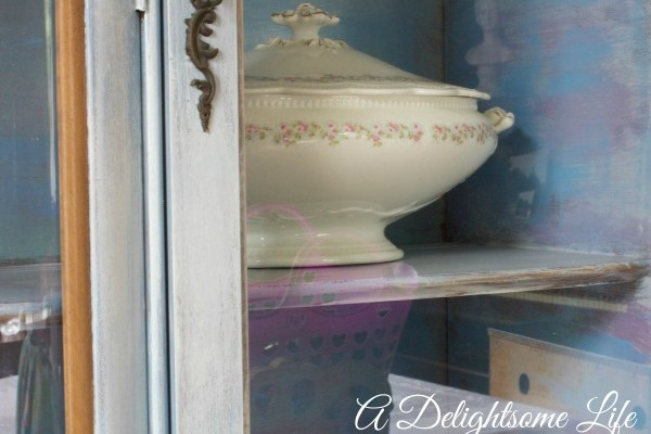 A-DELIGHTSOME-LIFE-CABINET-GLASS-DOOR-DETAIL