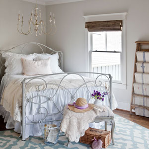 painting-an-iron-headboard-cedar-hill-farmhouse